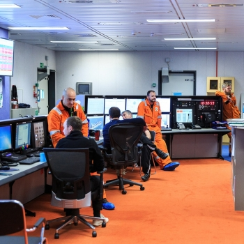 bp-fpso-inside-control-room
